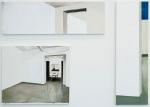 målade vita väggar